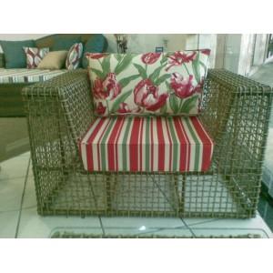 http://arteemtranca.com.br/32-36-thickbox/sofa-poltrona-um-lugar-.jpg