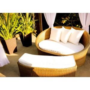 http://arteemtranca.com.br/38-42-thickbox/chaise-concha-com-puf-separados-para-ambientes-externos.jpg